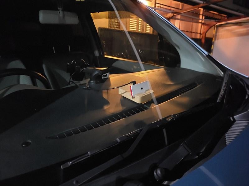 Raspberry Pi Zeroで自作したドライブレコーダーを設置した車