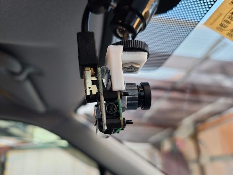 HDMIケーブルで接続したラズパイドラレコのカメラモジュール